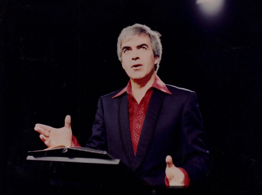 41_John Cairney in 'Two For A Theatre' Border TV, Carlisle, 1979.jpg