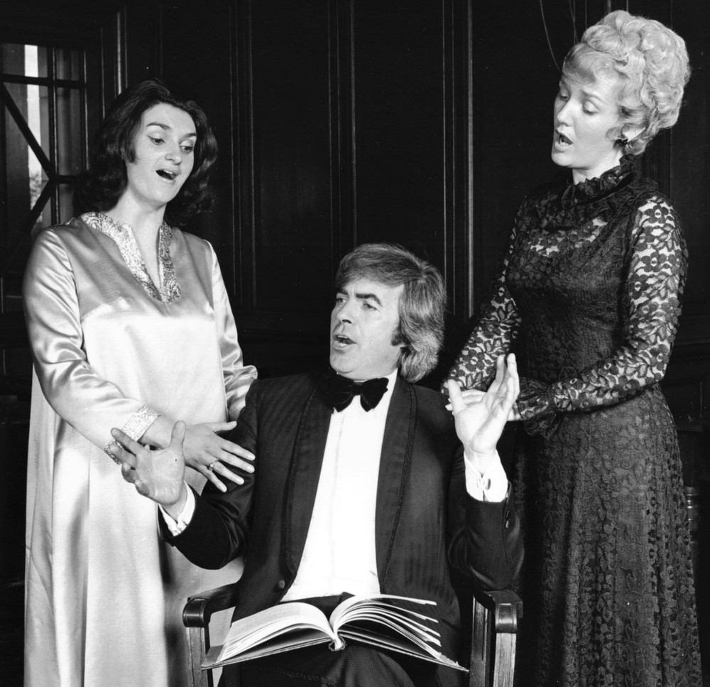 07_John Cairney with Singers in 'The Scotland Story' 1976 (2).jpg