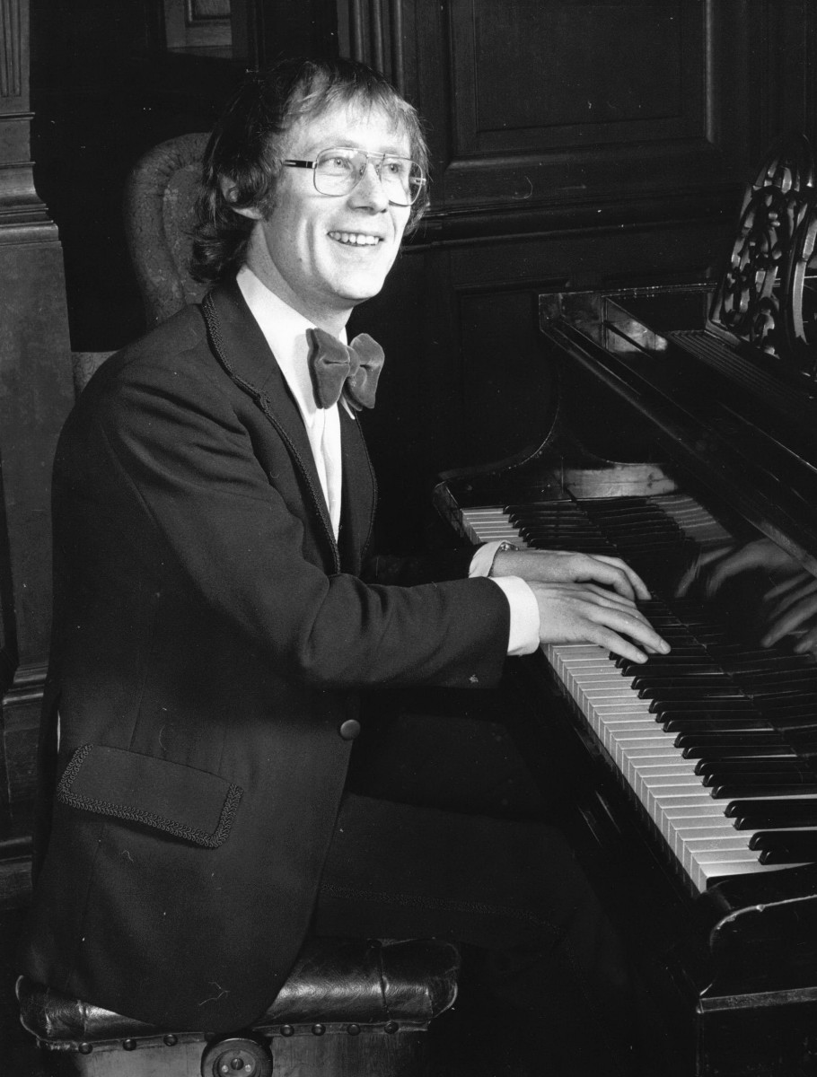 11_Colin Harvey Wright at the piano in 'The Scotland Story' 1976.jpg