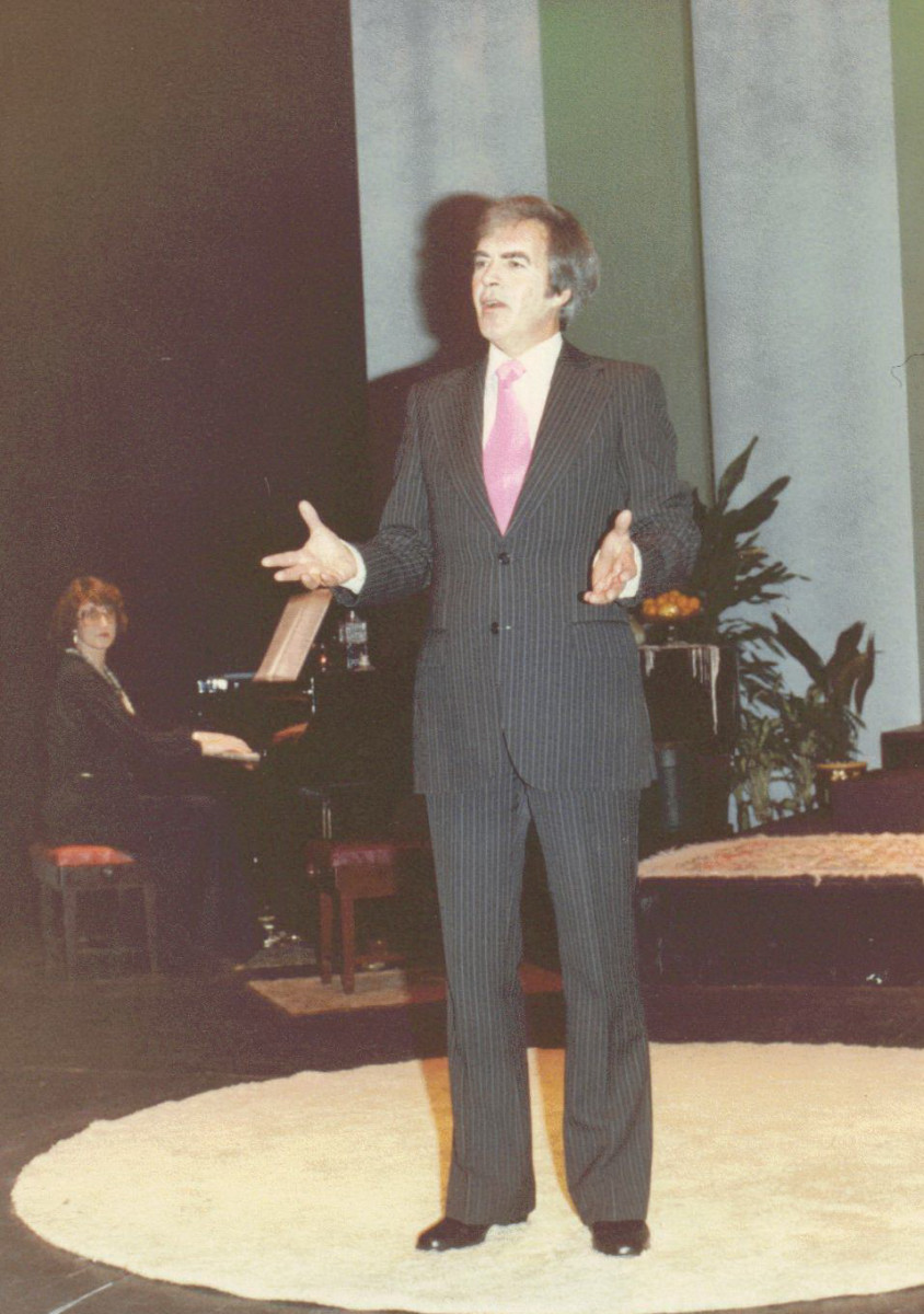 17_John Cairney as Ivor Novello in 'The Ivor Novello Story' Auckland, New Zealand 1982.jpg