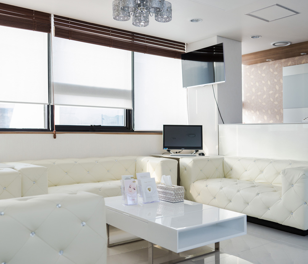 Izien Global Medical Group_VIP Waiting Area_5th Floor.jpg