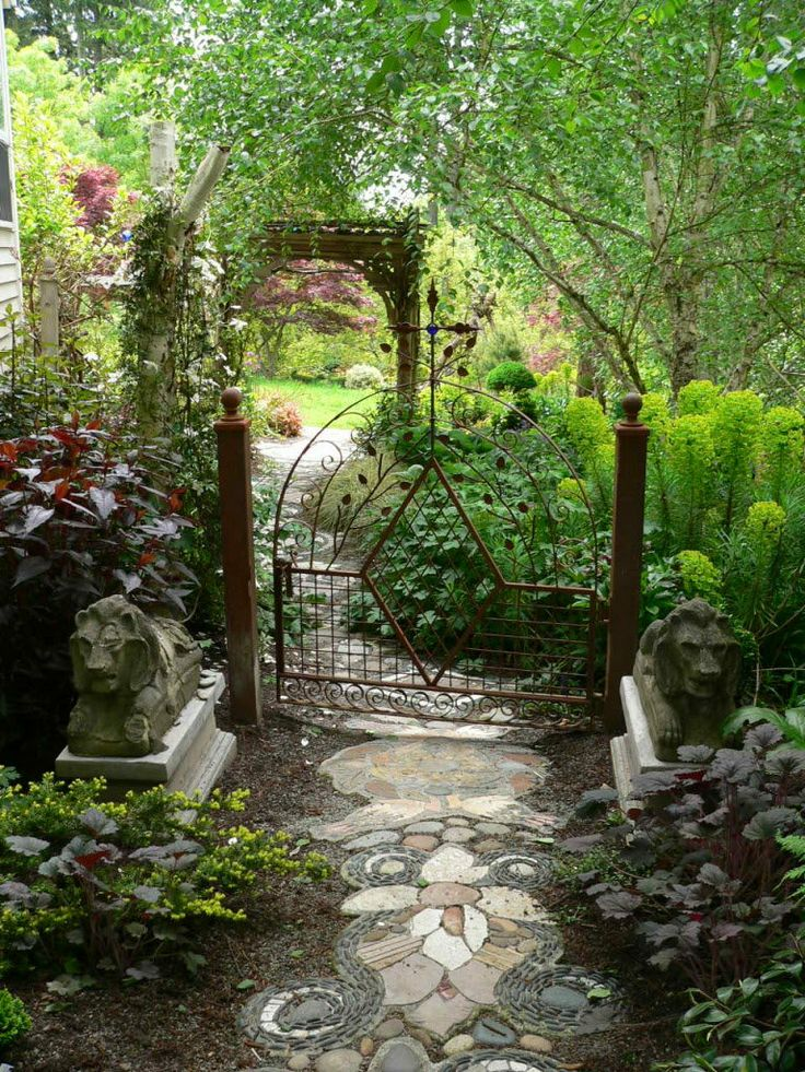 Garden Gate  ~ Style Estate - 15 Gorgeous Garden Gates