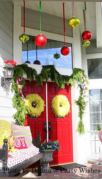Grinch Christmas decorations - what fun for your front porch!