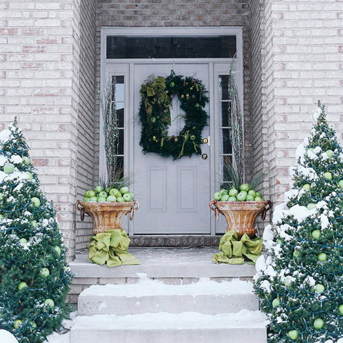 Dress up your front porch and yard with these holiday outdoor decorating ideas that last from the first days of fall through the New Year. -- Holiday-Inspired Outdoor Decorating by Better Homes and Gardens