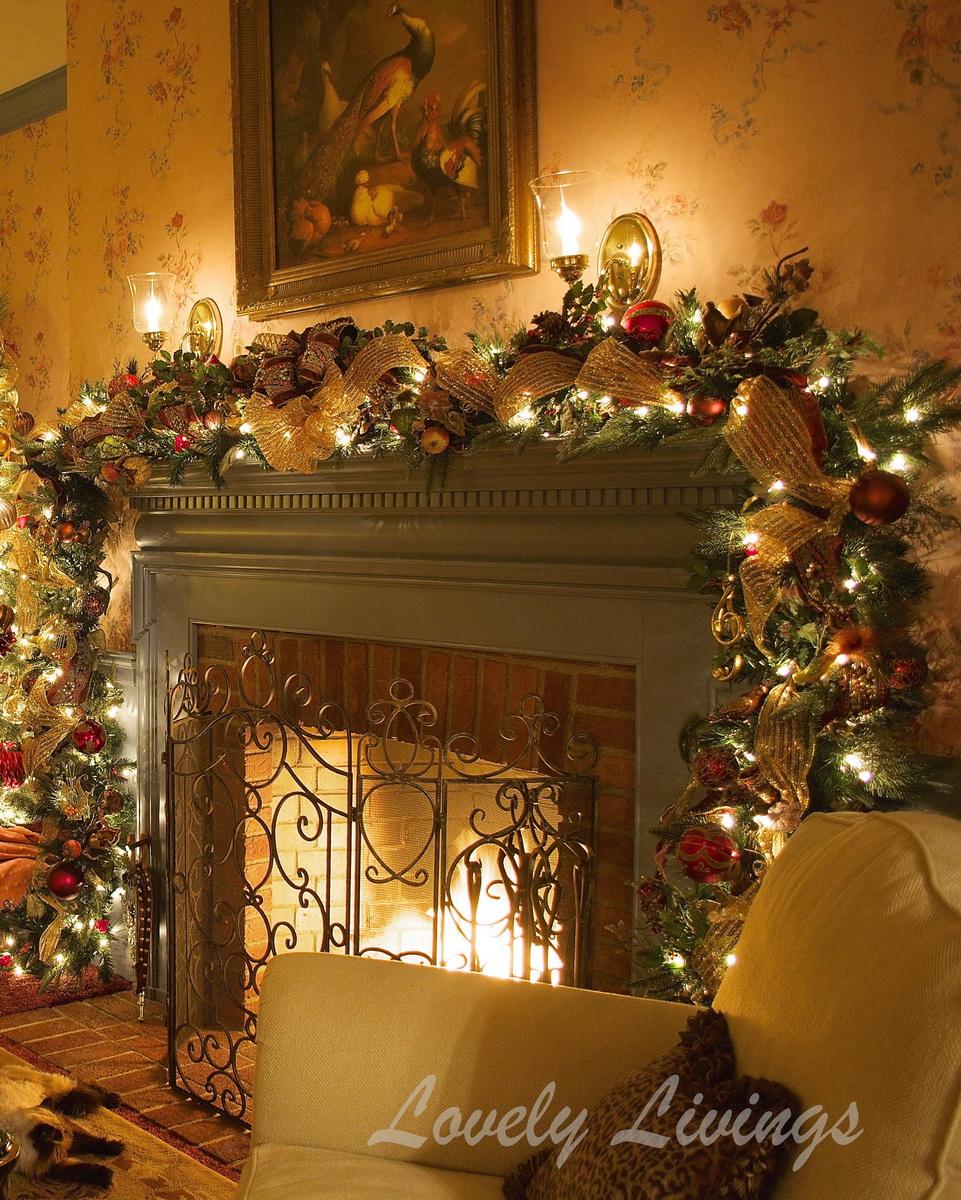 Simple Christmas Fireplace Decoration