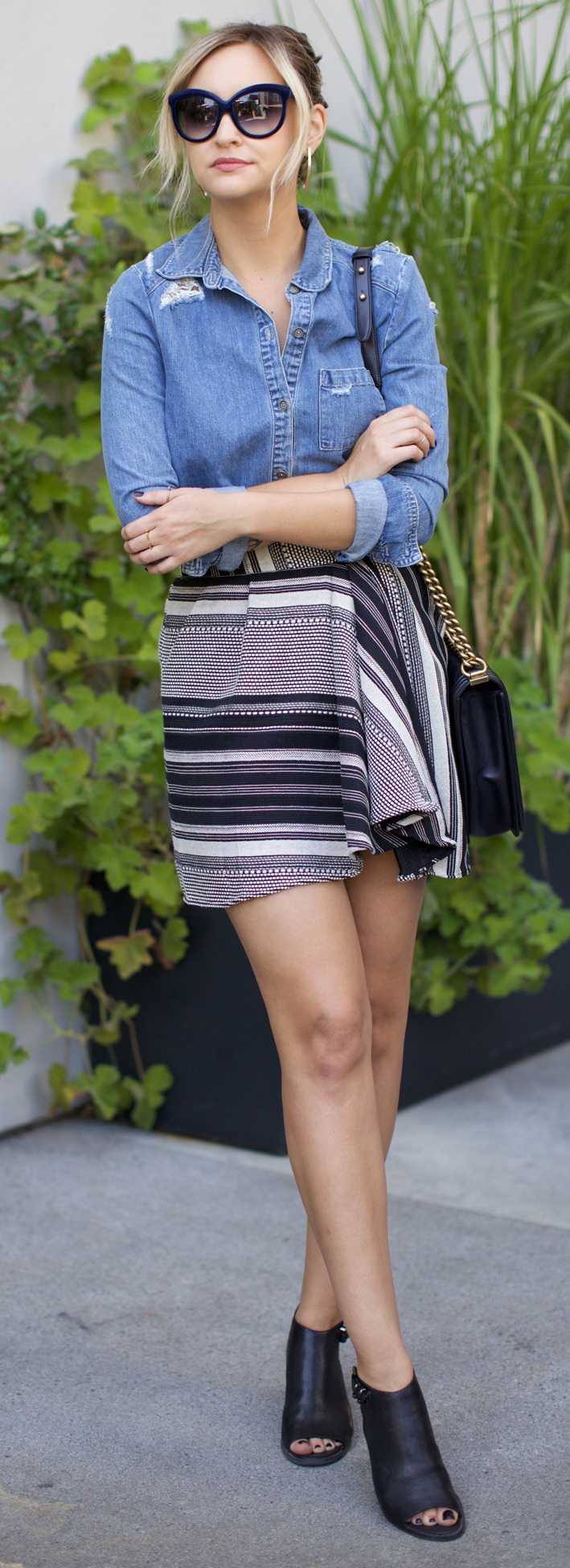 Top – Paige, skirt – Marissa Webb, shoes – c/o Kenneth Cole, sunglasses – Italia Independent, bag – Chanel