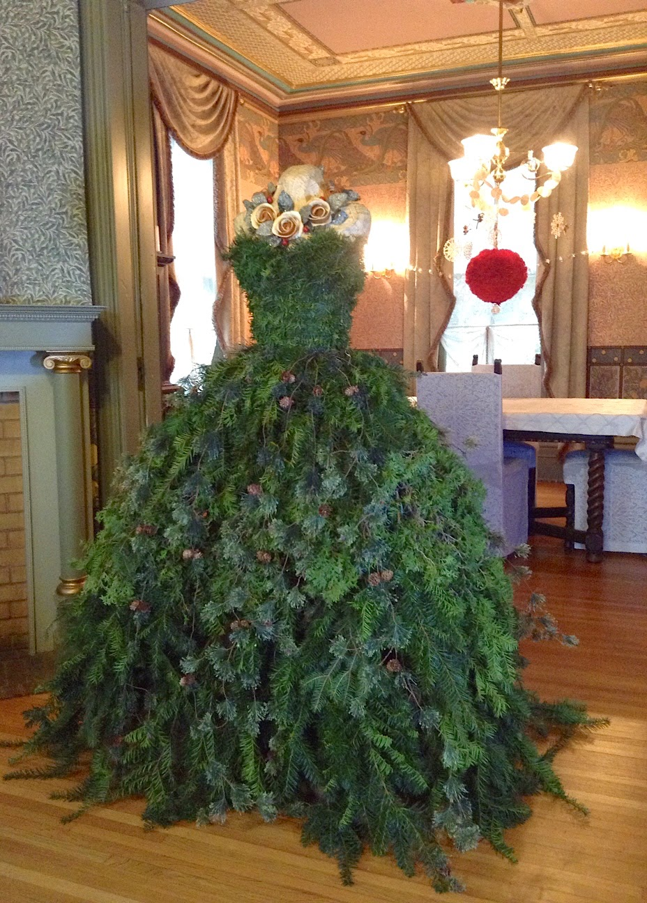 Christmas Tree Dress 2014 DIY - The Countess' New Gown
