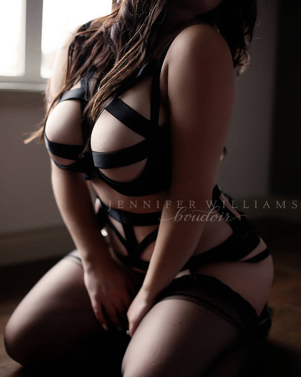 /\ k.i.l.l.e.r. c.u.r.v.e.s. /\ #boudoirphotography