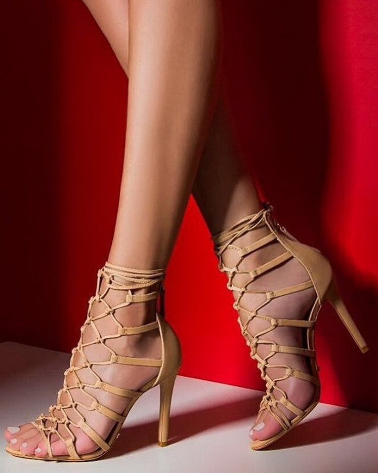 Come a little closer 🙀🔥🔥#schutzfall2016 #sexyheels