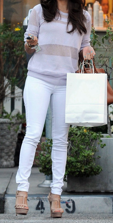 white skinny jeans make legs look longer and your figure look slimmer