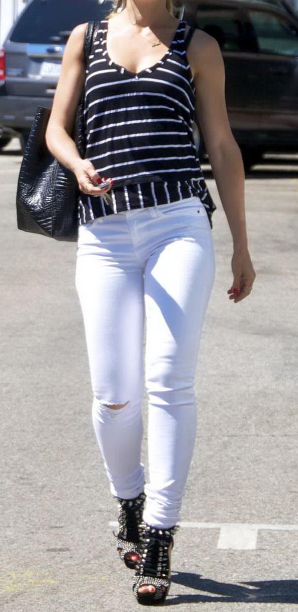 Mena Suvari - In White Jeans-10.jpg