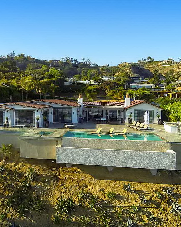 Newly renovated contemporary with stunning panoramic views from the front edge of Nightingale in the coveted Bird Streets. Hedged and gated, this private oasis in the hills sitting at approximately 5,000 sq.ft.
