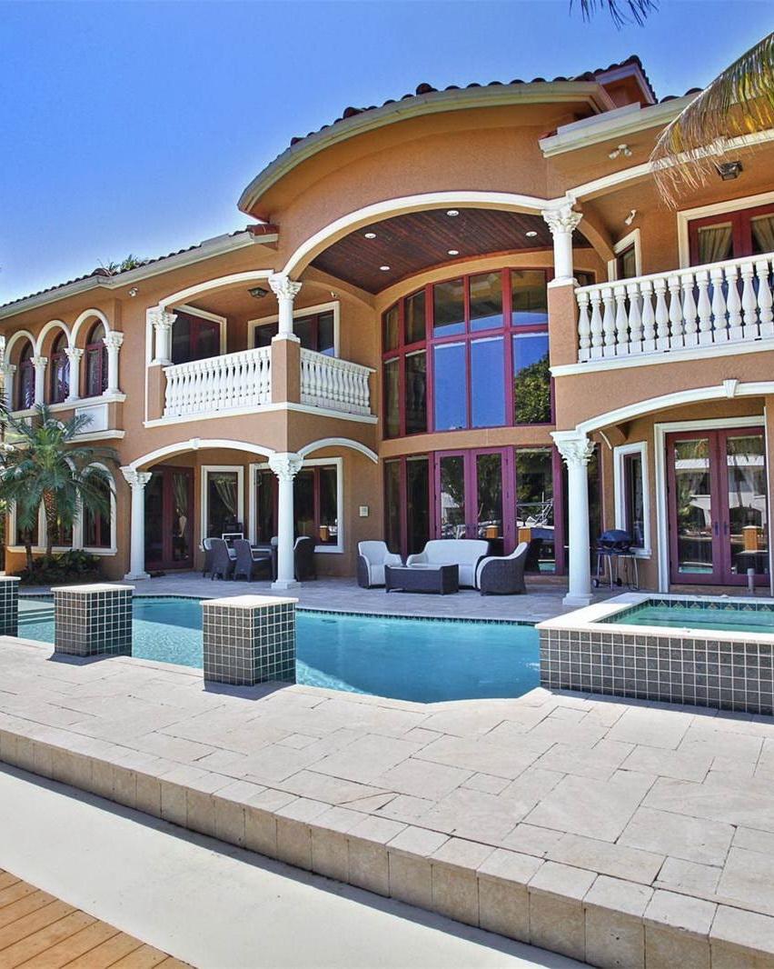 Beachfront Tuscan Villa in Malibu, California