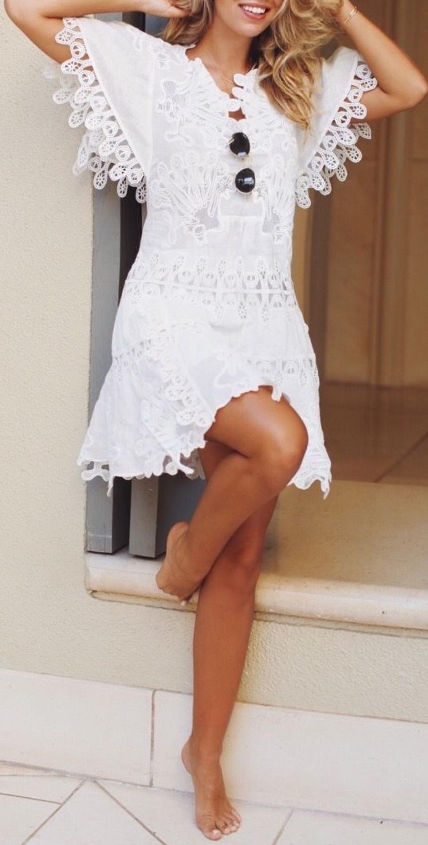 http://natashaoakleyblog.com/forever-wearing-white/