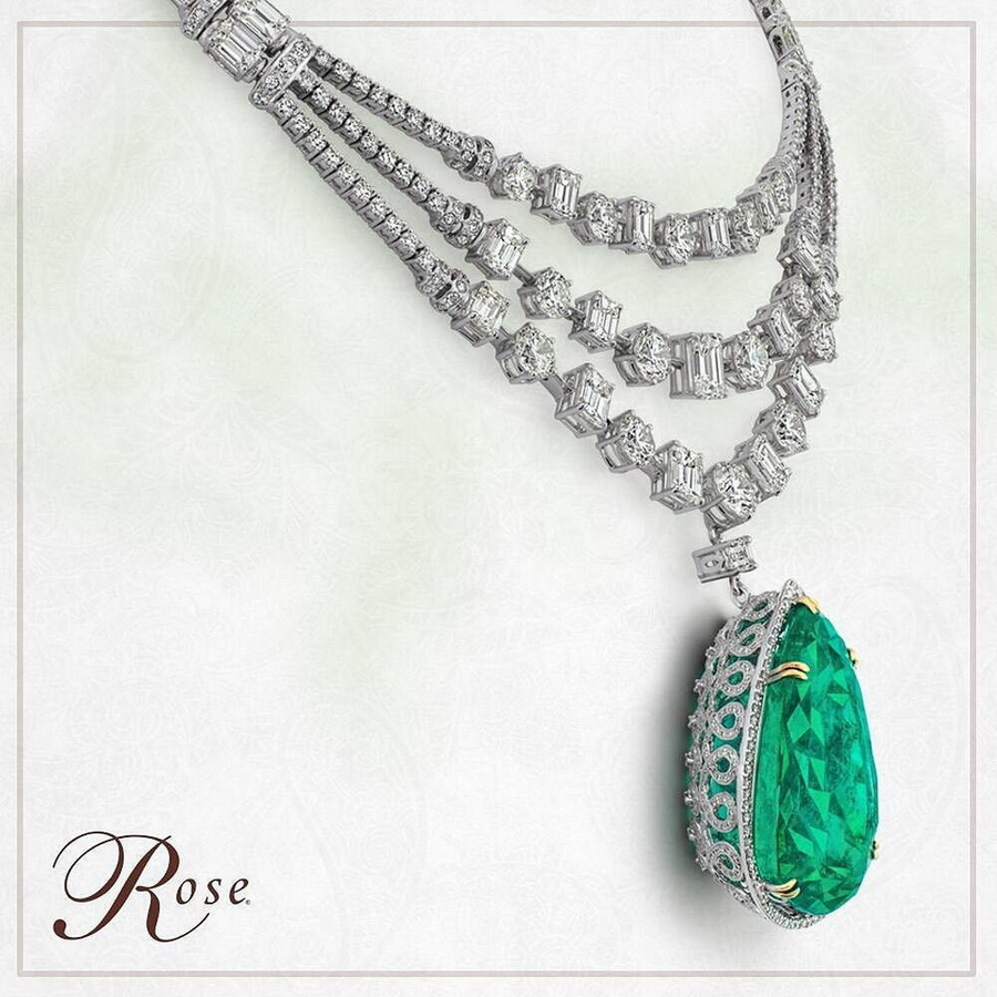 Monday find - La Regina - a rare, single pear-shaped 115.76 carat Colombian Emerald from @thehouseofrose. #thehouseofrose #emerald #diamond #pendant #emeraldpendant #emeraldnecklace