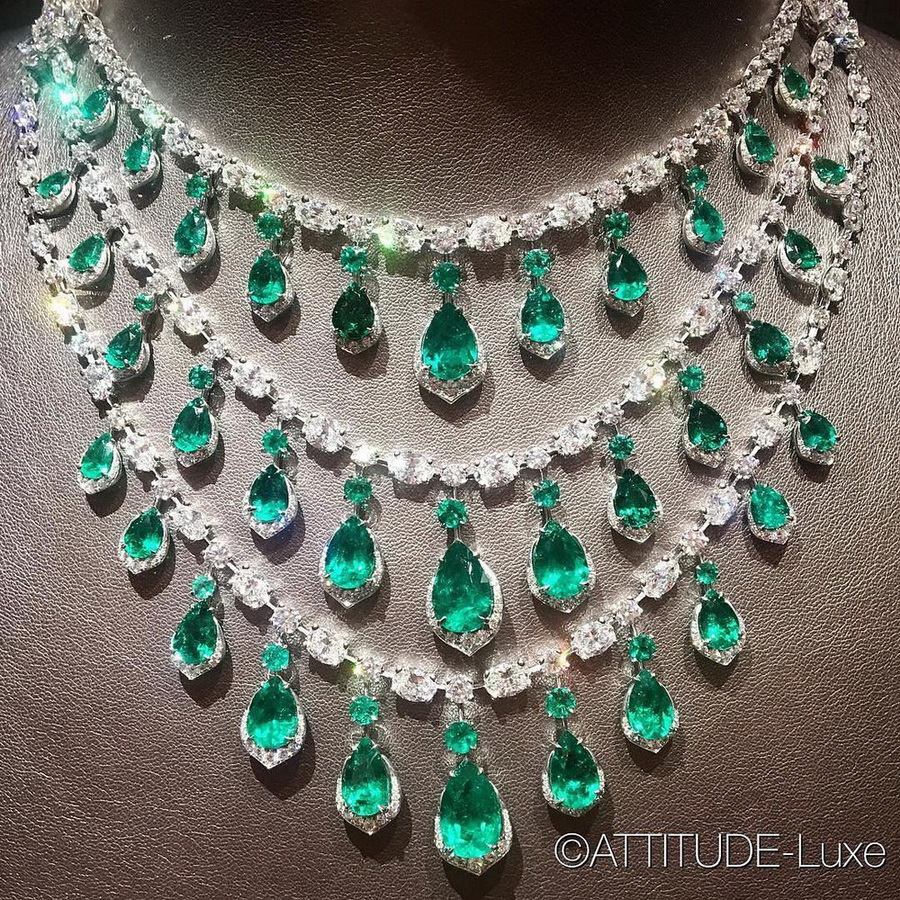 Sunday lust - a cascade of mesmerising emeralds by @davidmorrisjeweller via @attitude_luxe. . . #davidmorrisjewellery #emeralds #emerald #diamond #necklace #emeraldnecklace