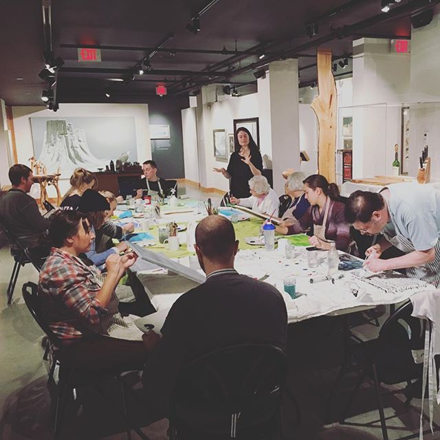 Kimberly sharing some painting insights with this weeks Tuesday class. #creativeexpression #paintingclass #abstractacrylic #templedmind #yyj #creativetown #authenticself
