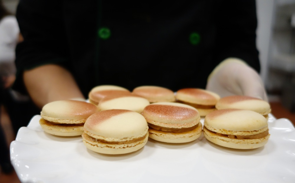 The foie gras macaron is a new limited release for this year that cannot be missed, perfectly balanced between sweet, salty and richness levels, you'll want to order a box of 6 pieces just for yourself.