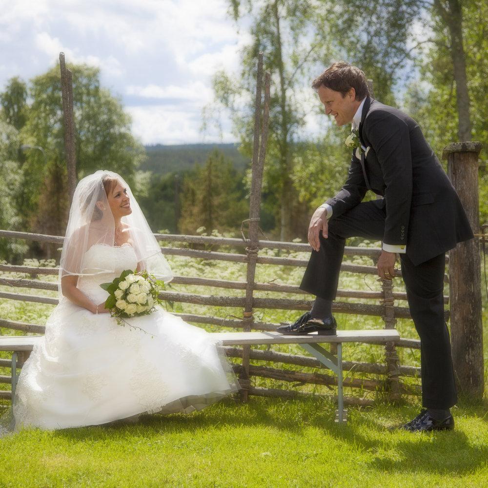 Bröllopsfotograf, 9900kr (prisexempel)    I prisetförslaget för bröllopsfotograferingen ingår en timmes brudparsfotografering samt fotografering av hela vigseln. Brudparet erhåller ca 100st digitala bilder av hög kvalité(300ppi) samt ett eget web-galleri. Innan ni väljer mig som fotograf träffas vi och går igenom vilka förväntningar ni har.