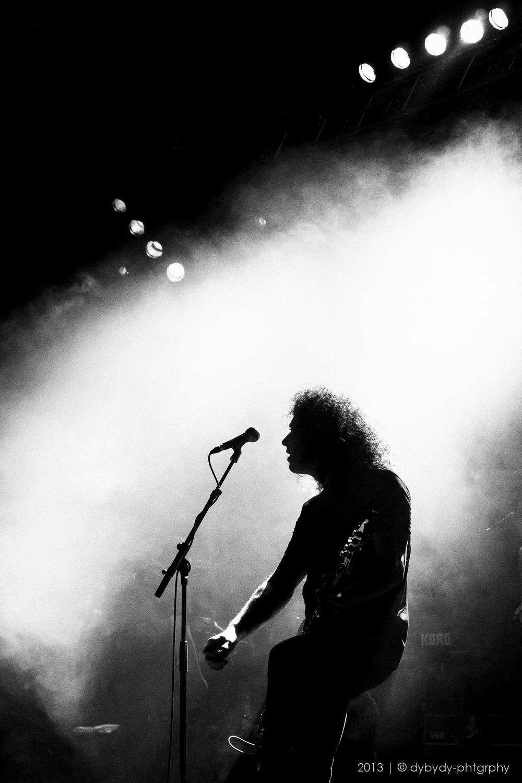 madsen's sideshow guitarist  - sony nex 7 | sel35 f1.8 | f2.8 | ISO1600 | 1/60