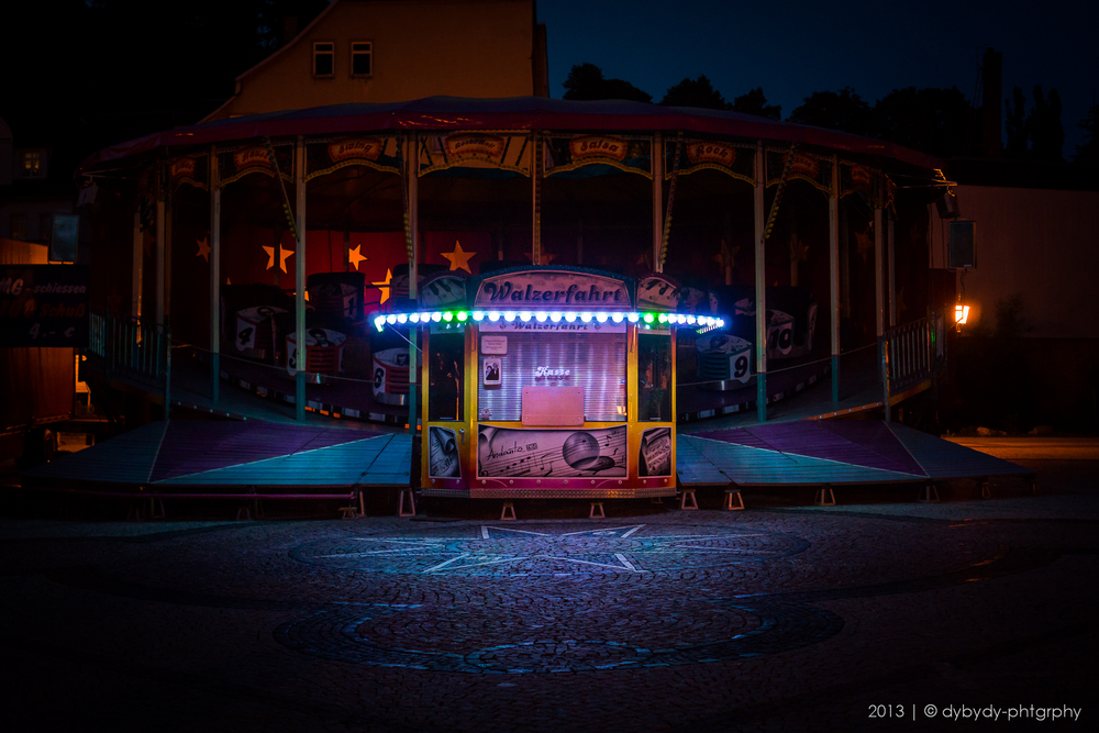 the show goes on  - sony nex 7 | sel35 f1.8 | f2.8 | ISO1600 | 1/40