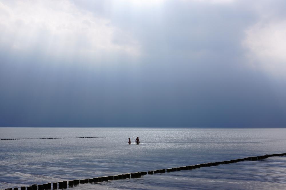 bathing into apocalypse -sony nex 7 | sel35 f1.8 | f5.6 | ISO100 | 1/1250