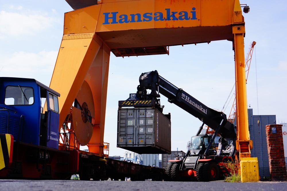 hansakai  - sony nex 7 | sel35 f1.8 | f4.0 | ISO100 | 1/800