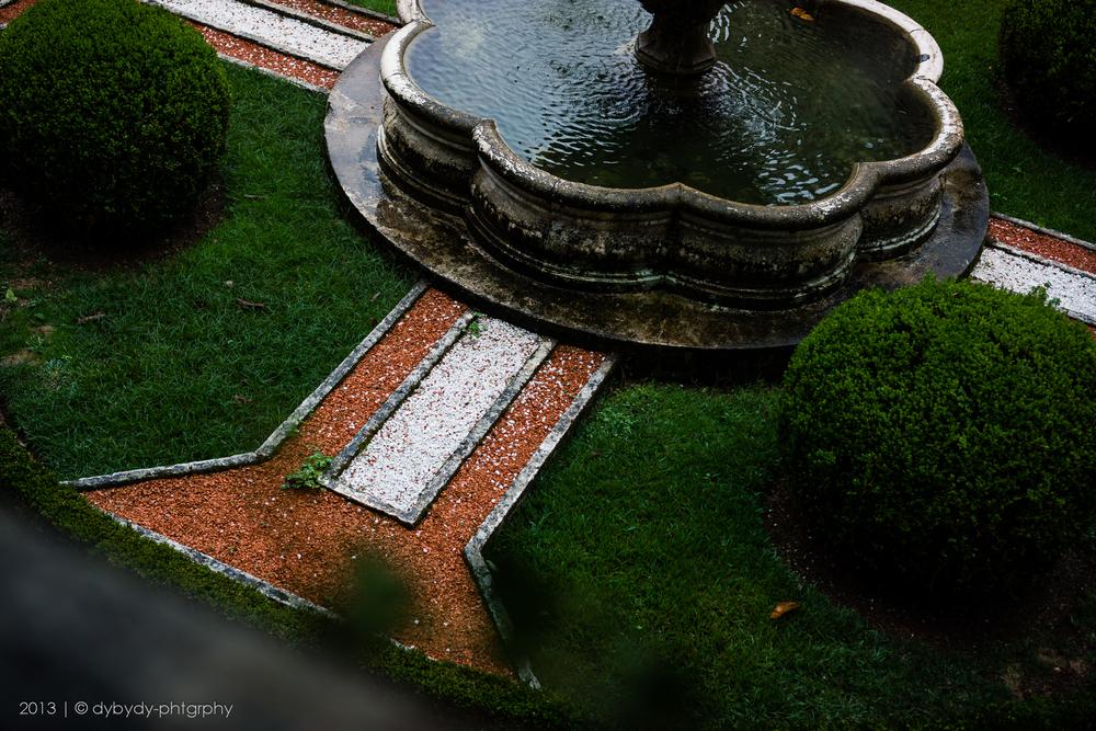 coloured fountain - sony nex 7 | sel35 f1.8 | f2.8 | ISO100 | 1/100