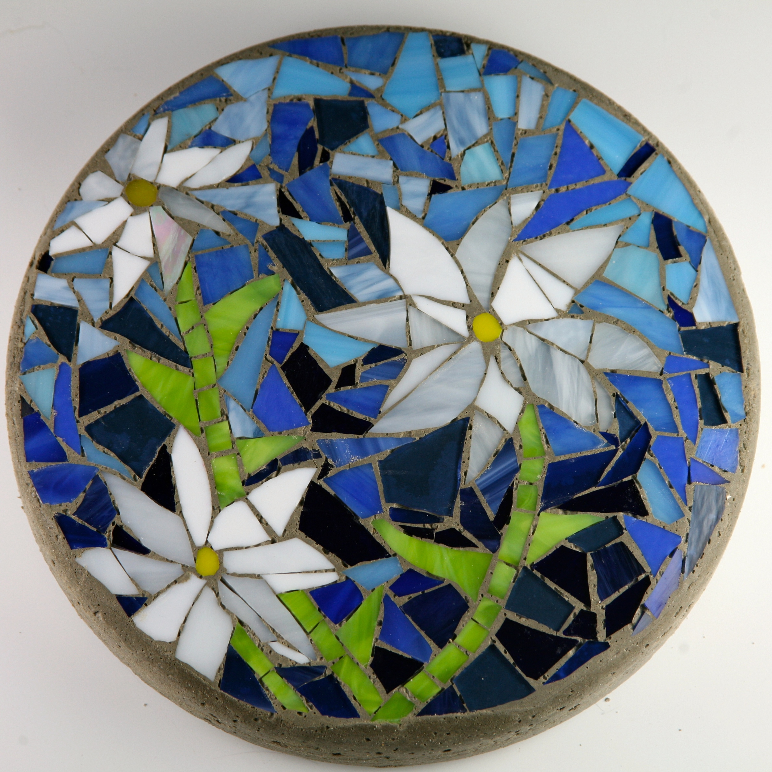 Mosaic stepping stones christine kenneally mosaic artist for Mosaic garden designs