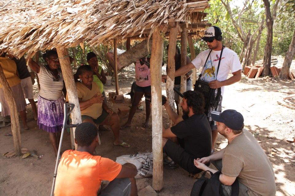Equipe de Filmagem na Comunidade de Mocambo.