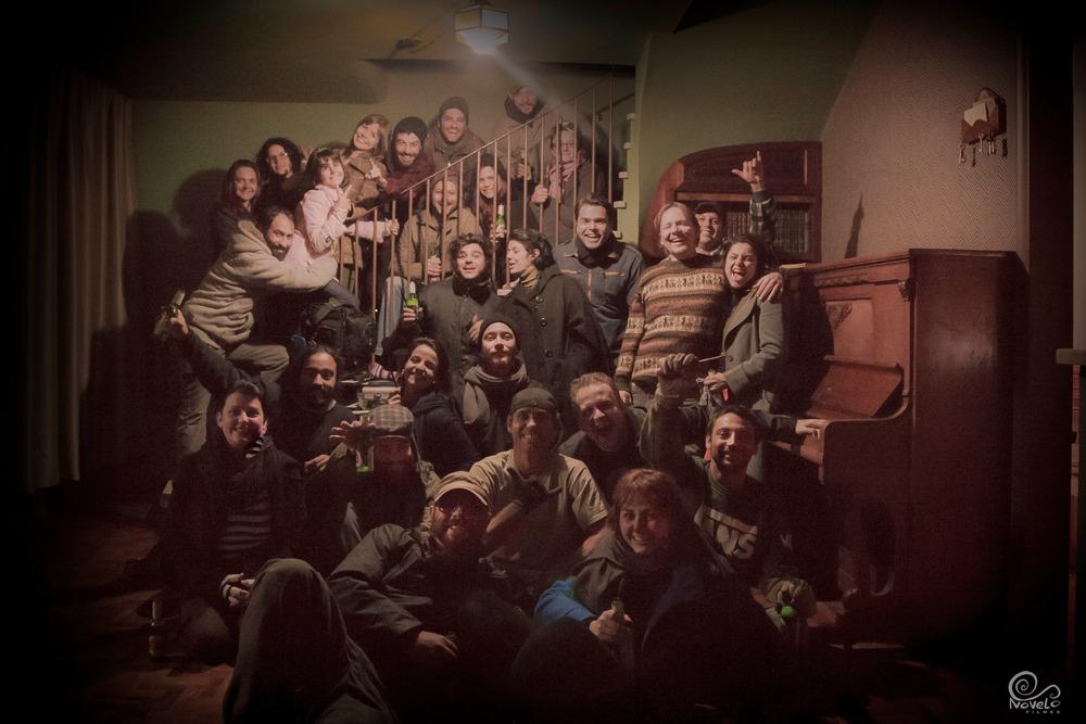 """Parte da equipe do """"O Último Dente"""", após o término das gravações."""