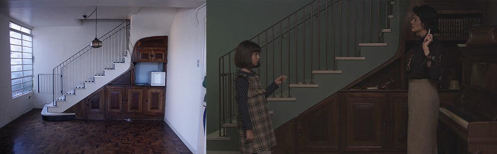 Esse plano caiu no corte final, por isso está sem a cor corrigida. Mas é o melhor enquadramento para poder mostrar a intervenção da direção de arte nesse ângulo da sala. O armário sob a escada foi aproveitado, sem algumas portas e com objetos.