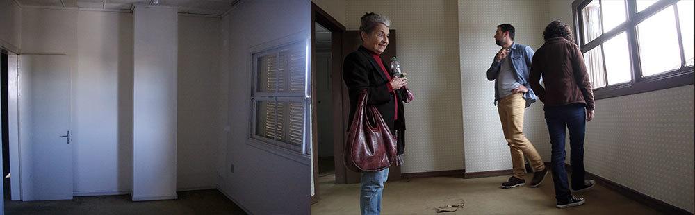 Na primeira imagem, temos o quarto sem intervenção alguma. Na segunda, o papel de parede já foi aplicado e os batentes, rodapé e janela pintados de marrom. Esse é o quarto da protagonista.