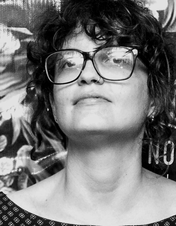 """Maria Augusta V. Nunes  """"O amor de longa data pelo cinema me fez encarar o desafio de trabalhar com audiovisual. O que me move, além do desejo de ver essas história impressas na tela, é a convicção do potencial transformador do cinema.""""  Roteirista, Diretora, Produtora. Graduada em Cinema pela UNISUL. Mestre e Doutora pela Pós-Graduação em Literatura na UFSC.  LiNKEDIN   IMDB"""