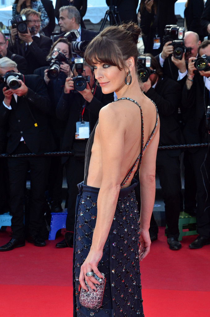 Milla+Jovovich+Behind+Candelabra+Premieres+QwgbuTej67Px.jpg