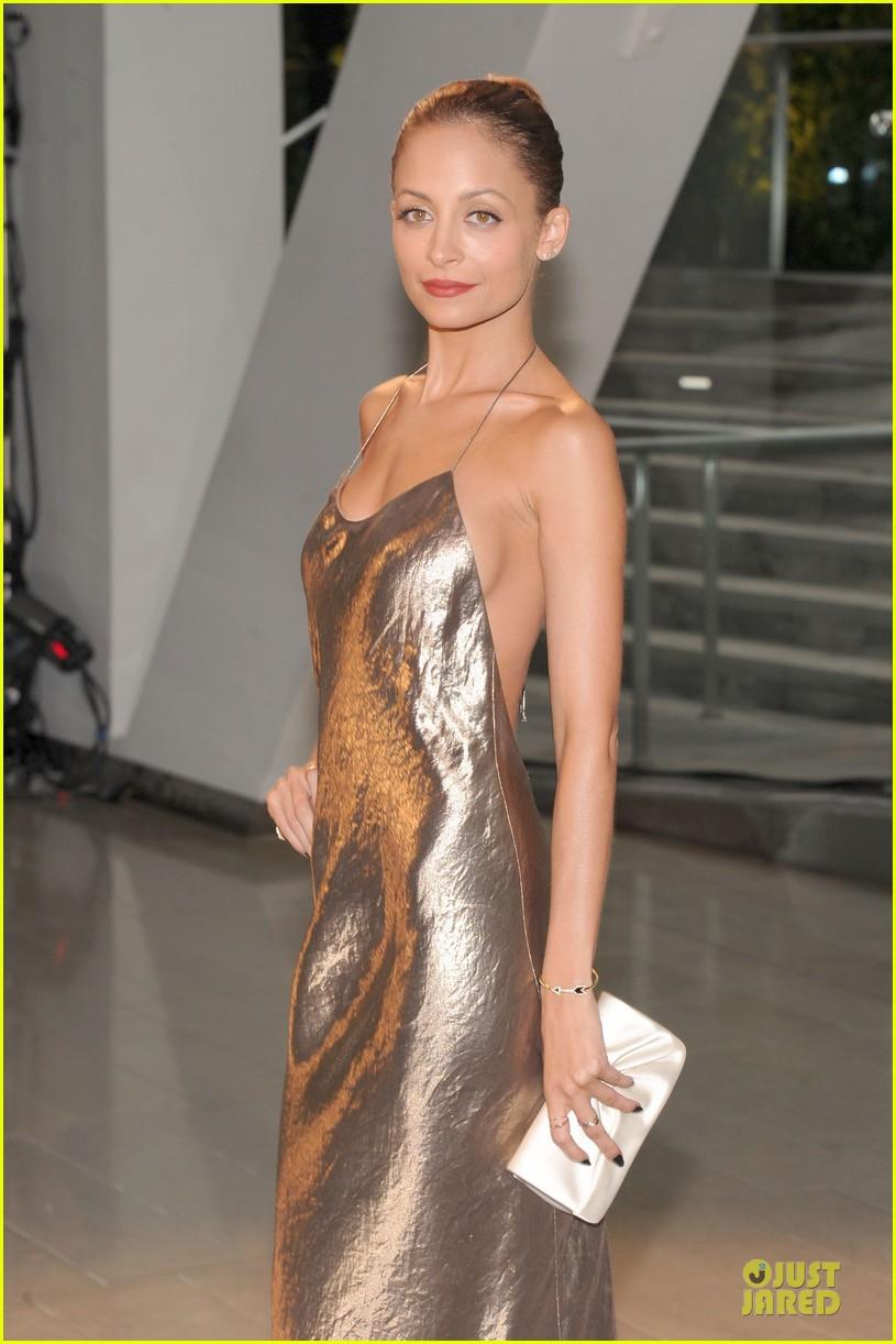nicole-richie-juliette-lewis-cfda-fashion-awards-2013-red-carpet-02.jpg