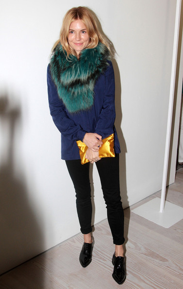 Sienna+Miller+LFW+Arrivals+Matthew+Williamson+MeQRf7hY3kLl.jpg