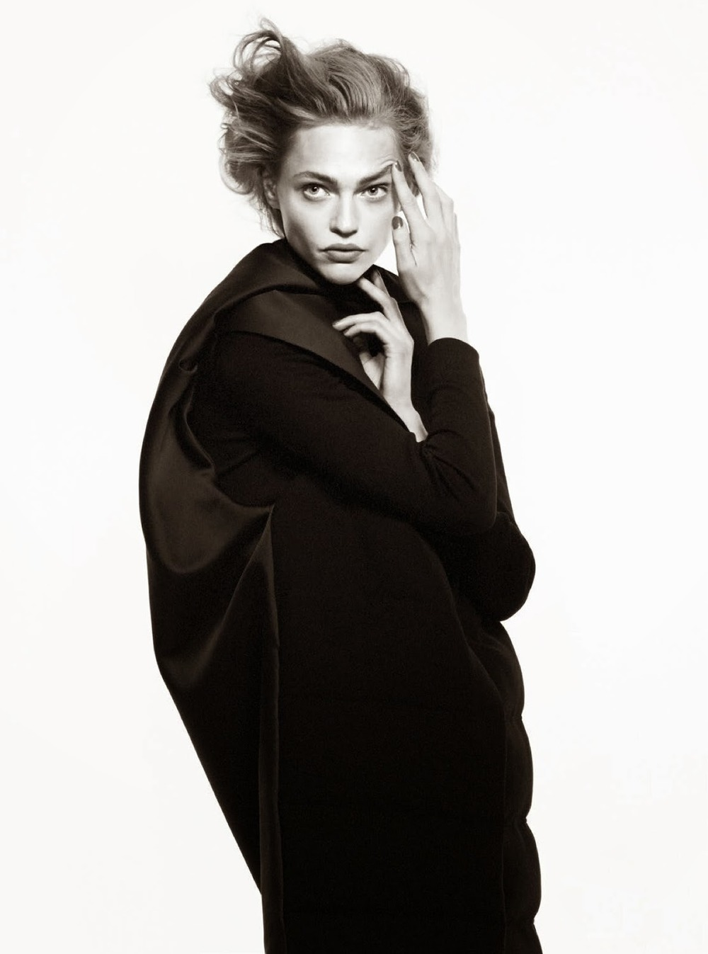 sasha-pivovarova-by-david-sims-for-vogue-paris-august-2014-8.jpg