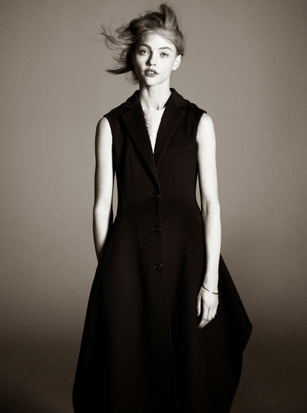 sasha-pivovarova-by-david-sims-for-vogue-paris-august-2014-11.jpg