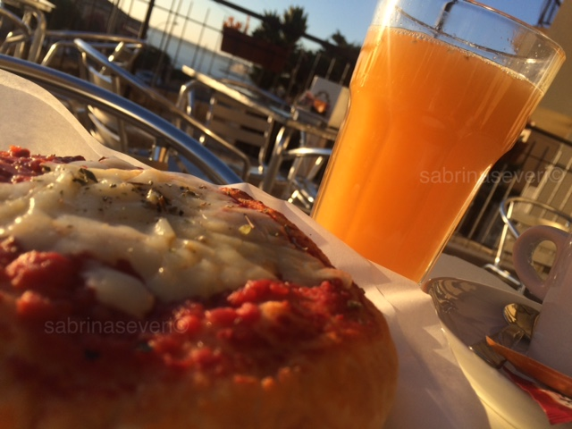 Colazione italiana spremuta di arance e pizza Italian typical breakfast Orange juice and pizza