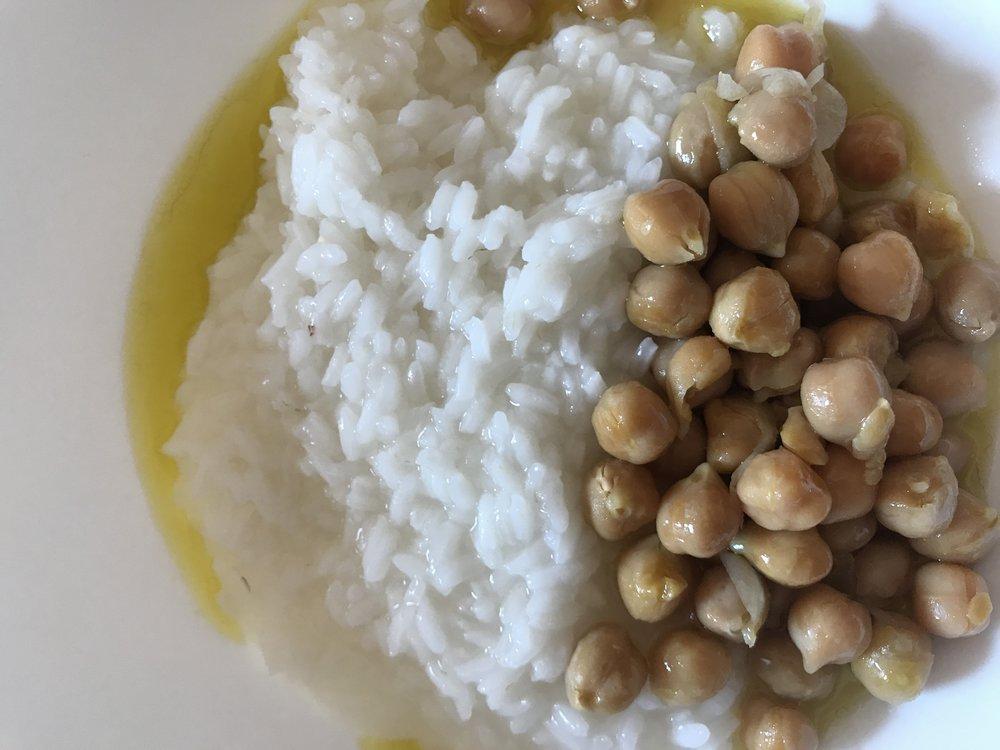 Riso con ceci e olio di oliva extra vergine