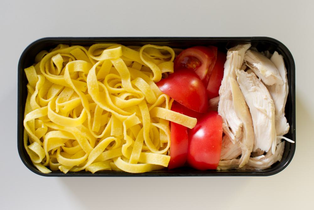 egg noodles, tomato and chicken