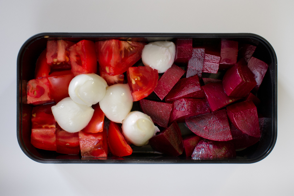 bocconcini with tomatoes and beets