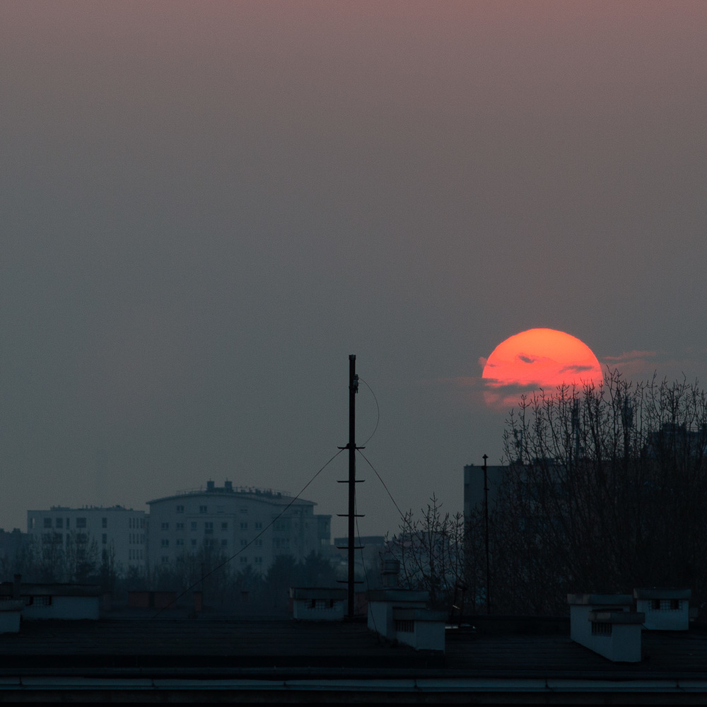 A Warsaw sunset on March 10, 2015, photographed by Natalia Osiatynska with the Leica X1 just hours before the live recording of the improvised performance containing Eleven Minutes In by Zakrocki & Co.