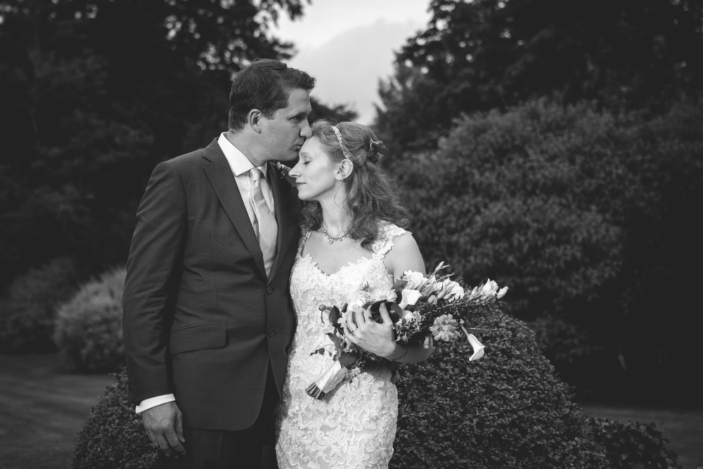 Tanya and Aaron Wiltshire wedding photography-97.jpg