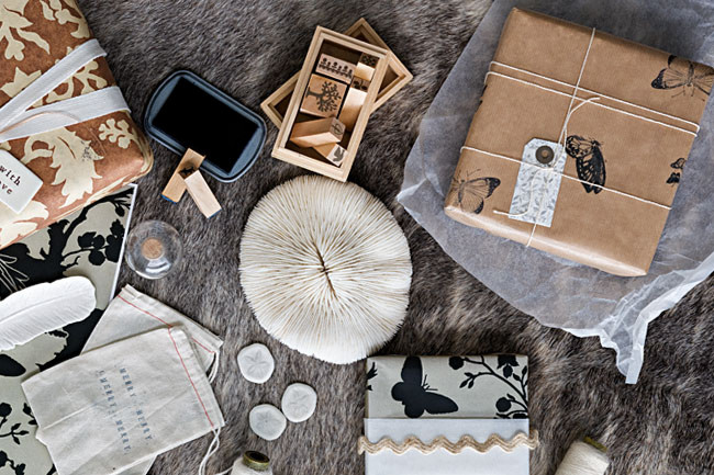 ETHICAL GIFT GUIDE: WRAPPING   More crafty inspiration from  Homelife ! Reuse canvas bags, stamps, and string with kraft paper.