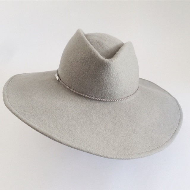 Gray or grey?   Either way ♡ this soft grey.   #widebrimhat #handmade by #unahats