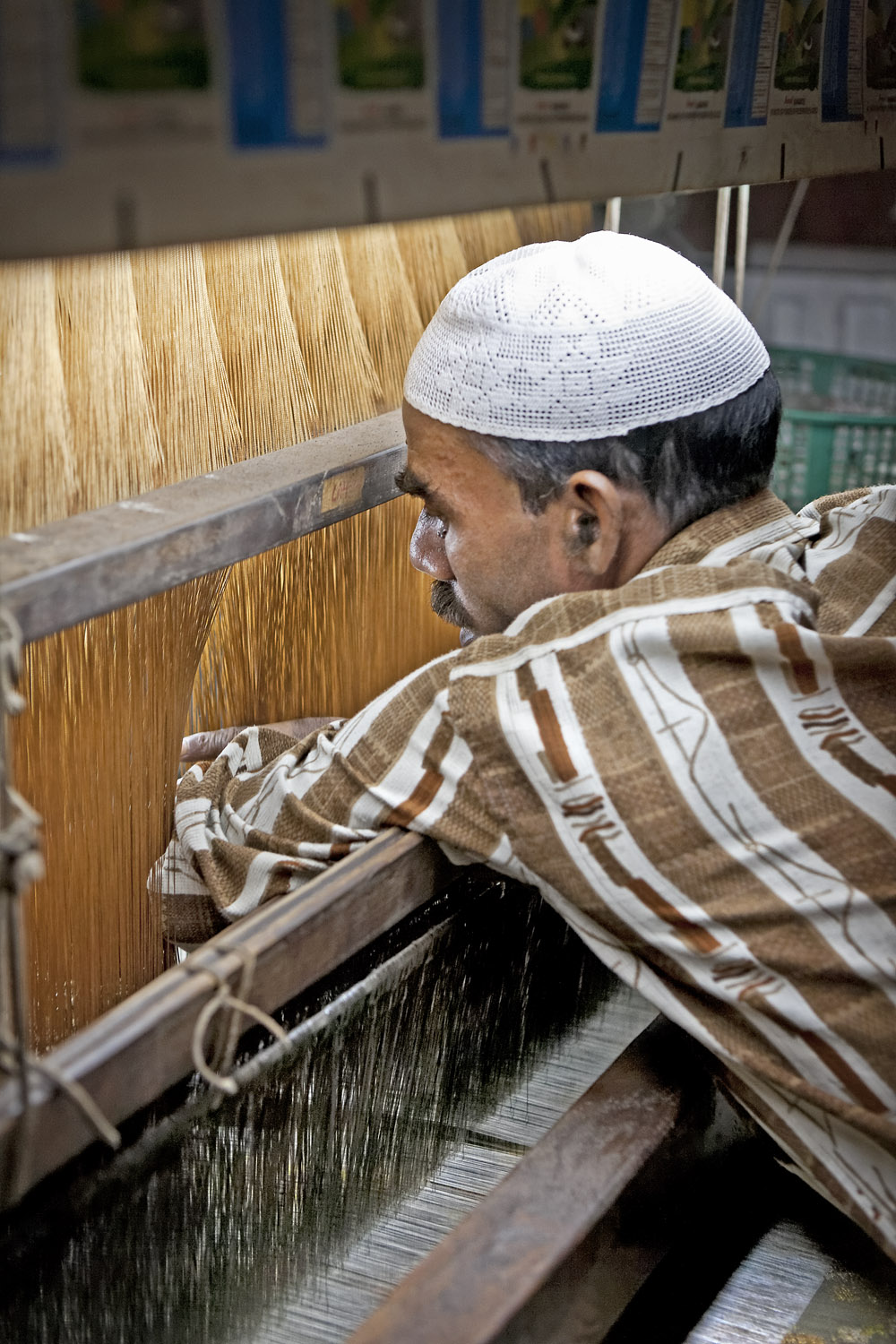 Cleaning the machine loom, Varanasi