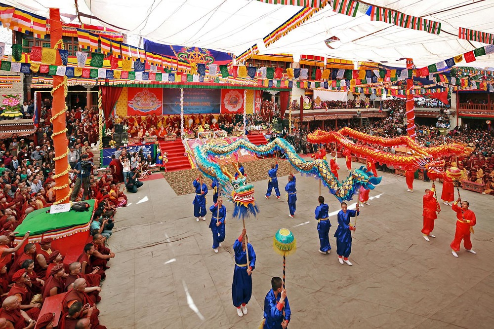 Nun's dragon dance, Hemis Monastery