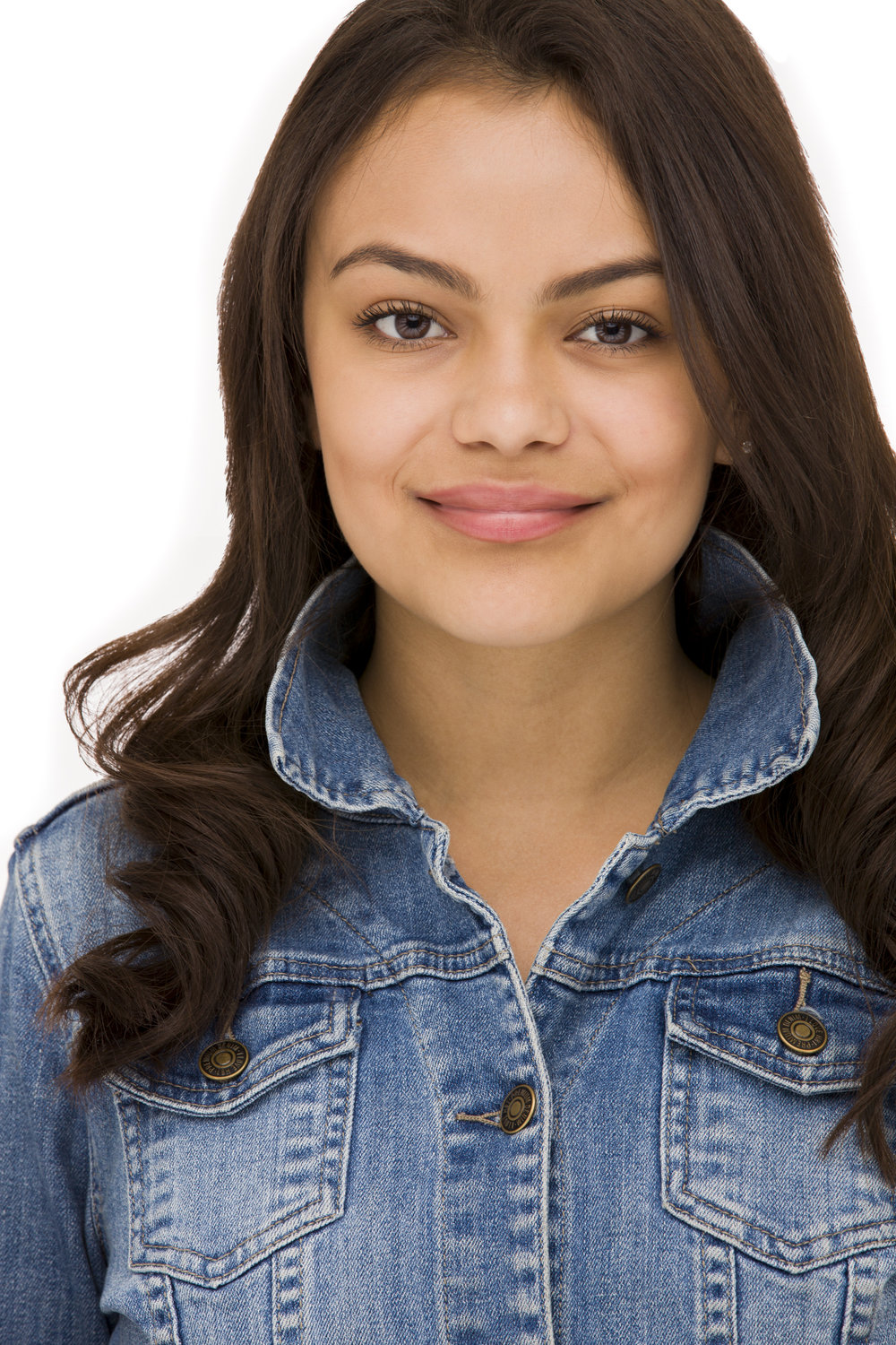 Alondra Pena Studio Headshot.jpg
